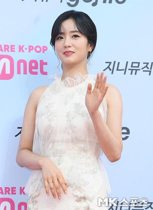 Siêu thảm đỏ hội tụ quân đoàn idol, diễn viên siêu khủng: Goo Hye Sun lạc quẻ, TWICE đọ tầm sexy chan chát với MAMAMOO - Ảnh 22.