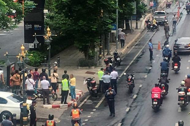 Ảnh: Hàng loạt vụ nổ rung chuyển Bangkok giờ cao điểm, ít nhất 3 người bị thương - Ảnh 4.