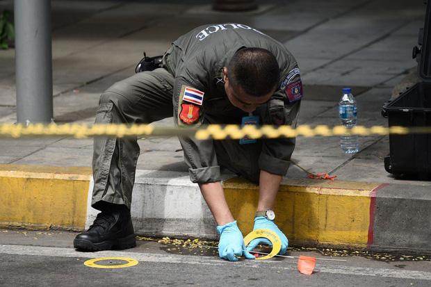 Ảnh: Hàng loạt vụ nổ rung chuyển Bangkok giờ cao điểm, ít nhất 3 người bị thương - Ảnh 6.