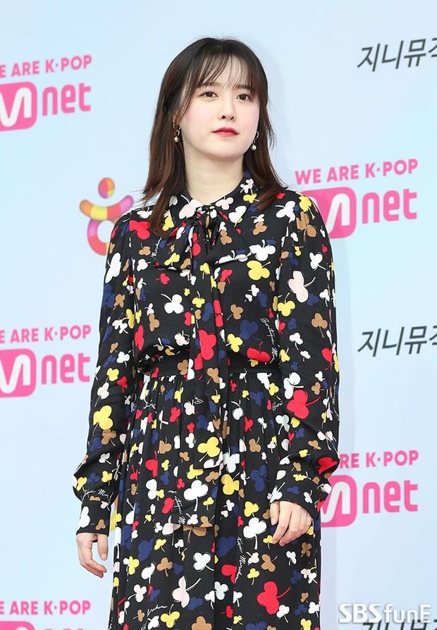 Siêu thảm đỏ hội tụ quân đoàn idol, diễn viên siêu khủng: Goo Hye Sun lạc quẻ, TWICE đọ tầm sexy chan chát với MAMAMOO - Ảnh 17.