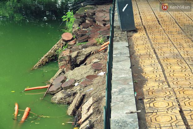 Bờ kè Hồ Gươm sụt lún mạnh được dựng rào sắt cảnh báo để đảm bảo an toàn - Ảnh 4.