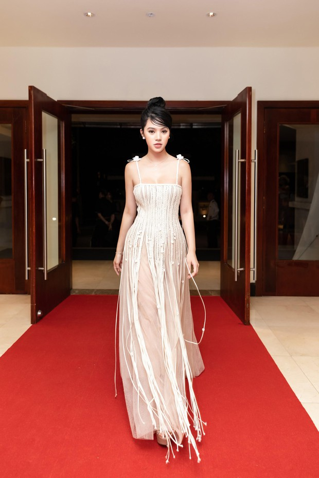 Mặc chung một mẫu đầm, Jolie Nguyễn và Sam đều phải viện đến chiêu đặc biệt trong khi Đỗ Mỹ Linh không cần - Ảnh 3.