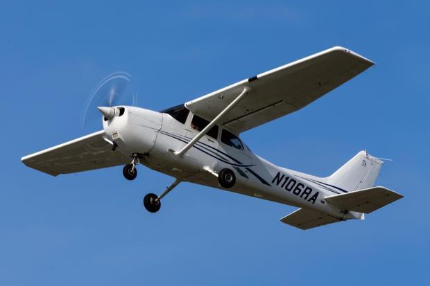 Trở về từ chuyến nghiên cứu thất bại, nữ sinh trường danh tiếng bỗng xô cửa máy bay lao xuống từ độ cao hơn 1.000m - Ảnh 2.