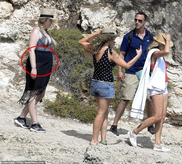 Tiffany Trump bất ngờ khoe da thịt bên cạnh người mẹ siêu mẫu nhưng lại bị phản đối với thân hình gây thất vọng toàn tập - Ảnh 1.