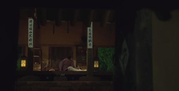 Tân Binh Học Sử Goo Hae Ryung: Quen nhau chưa lâu, Shin Se Kyung đã thiếu nghị lực ngủ chung trai đẹp thế này đây? - Ảnh 17.