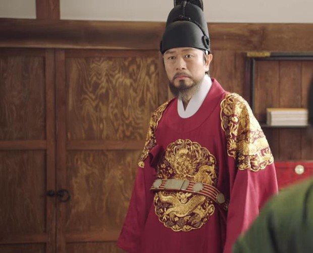Tân Binh Học Sử Goo Hae Ryung: Quen nhau chưa lâu, Shin Se Kyung đã thiếu nghị lực ngủ chung trai đẹp thế này đây? - Ảnh 24.