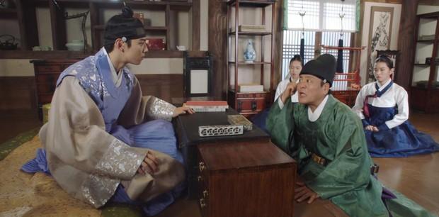 Tân Binh Học Sử Goo Hae Ryung: Quen nhau chưa lâu, Shin Se Kyung đã thiếu nghị lực ngủ chung trai đẹp thế này đây? - Ảnh 3.