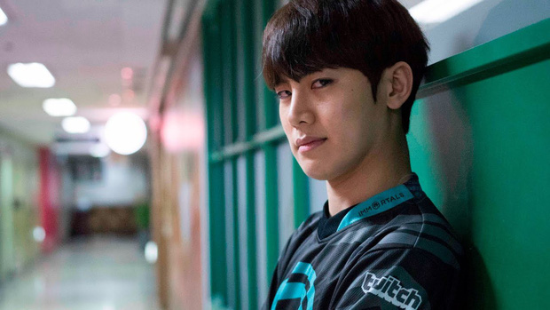 Dương Dương 28 tuổi vào vai game thủ đẹp xuất sắc, nhưng đây mới là phiên bản siêu thực trai đẹp làng game, cool ngầu đến rụng tim - Ảnh 5.