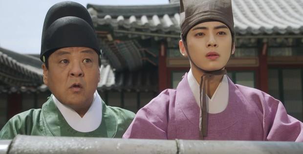Tân Binh Học Sử Goo Hae Ryung: Quen nhau chưa lâu, Shin Se Kyung đã thiếu nghị lực ngủ chung trai đẹp thế này đây? - Ảnh 6.