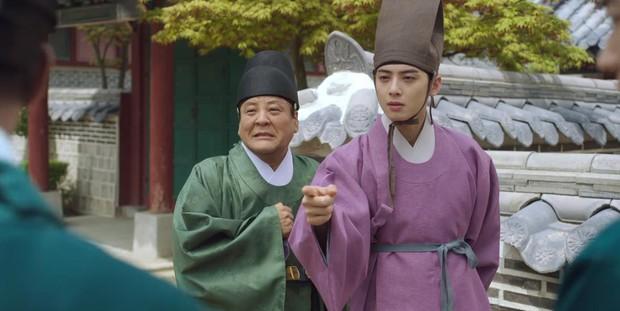 Tân Binh Học Sử Goo Hae Ryung: Quen nhau chưa lâu, Shin Se Kyung đã thiếu nghị lực ngủ chung trai đẹp thế này đây? - Ảnh 8.