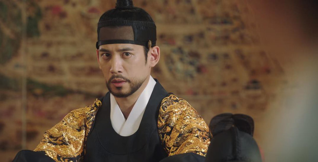 Tân Binh Học Sử Goo Hae Ryung: Quen nhau chưa lâu, Shin Se Kyung đã thiếu nghị lực ngủ chung trai đẹp thế này đây? - Ảnh 9.
