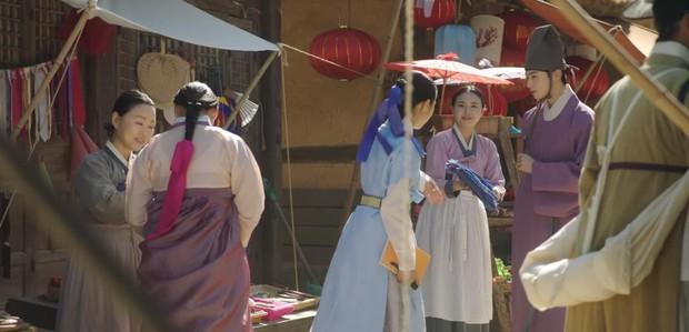 Tân Binh Học Sử Goo Hae Ryung: Quen nhau chưa lâu, Shin Se Kyung đã thiếu nghị lực ngủ chung trai đẹp thế này đây? - Ảnh 12.
