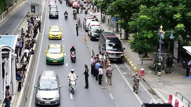 Ảnh: Hàng loạt vụ nổ rung chuyển Bangkok giờ cao điểm, ít nhất 3 người bị thương - Ảnh 11.
