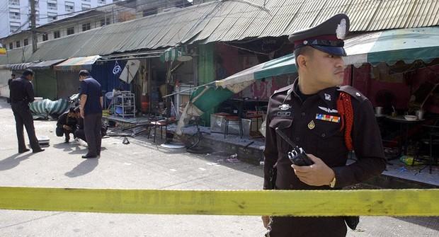 Thủ đô Bangkok của Thái Lan rung chuyển bởi hàng loạt vụ nổ - Ảnh 1.