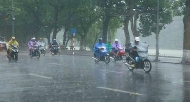 Bão số 3 tiến sát Quảng Ninh - Hải Phòng, mưa dông khắp Hà Nội - Ảnh 1.