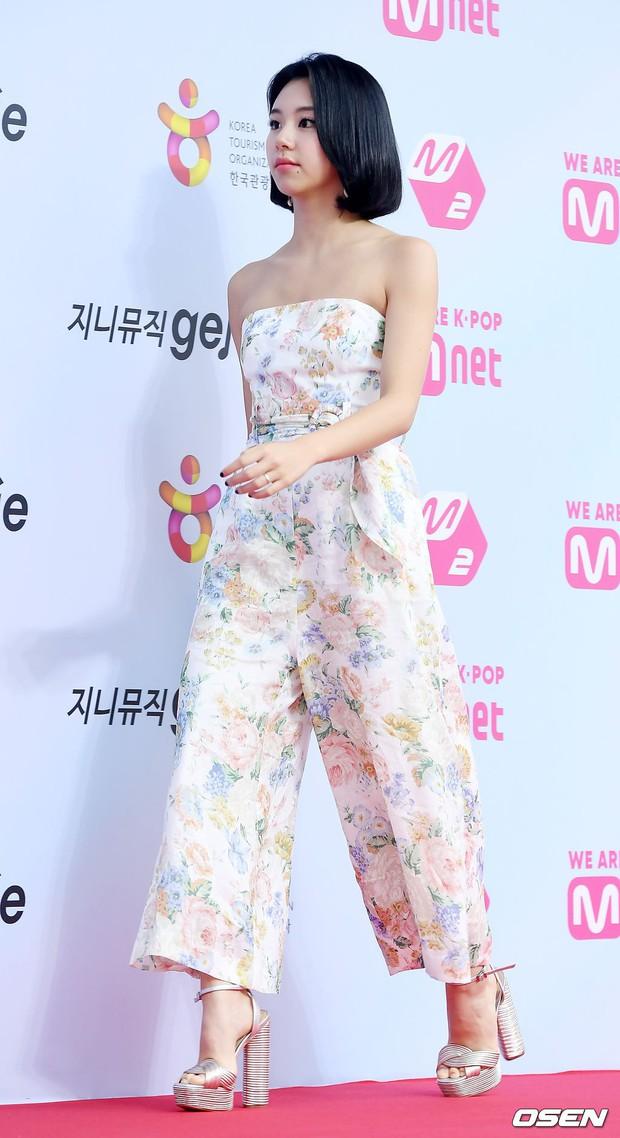 Siêu thảm đỏ hội tụ quân đoàn idol, diễn viên siêu khủng: Goo Hye Sun lạc quẻ, TWICE đọ tầm sexy chan chát với MAMAMOO - Ảnh 9.
