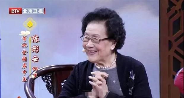 Người trẻ nên học ngay 3 bí quyết của nữ bác sĩ 98 tuổi vẫn sở hữu cơ thể dẻo dai, khỏe mạnh - Ảnh 1.