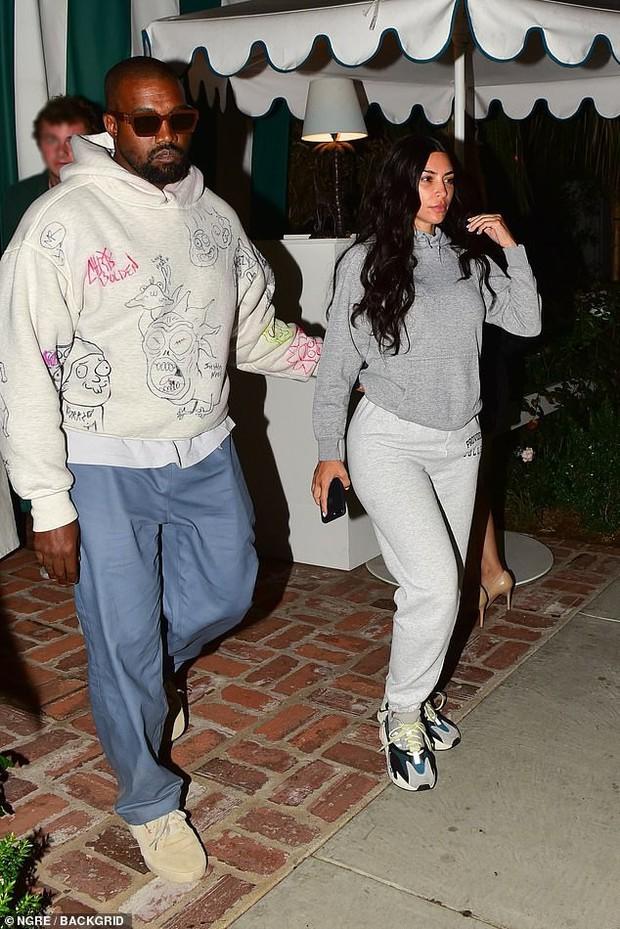 Hiếm lắm thánh phông bạt Kim Kardashian mới để mặt mộc 100% ra đường, có bao nhiêu khuyết điểm khoe ra bằng hết - Ảnh 4.