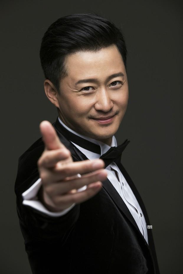 Forbes công bố 100 nghệ sĩ Cbiz nổi tiếng nhất: Dương Mịch - Angela Baby chịu thua Ảnh hậu 9X, sao nam áp đảo loạt nữ thần - Ảnh 1.