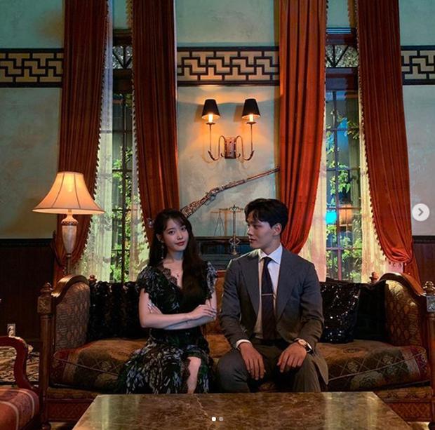 Ánh mắt bà chủ IU nhìn trai đẹp quá đỗi gian tình, ai cũng mong khi Hotel Del Luna hết lại có màn phim giả tình thật? - Ảnh 14.