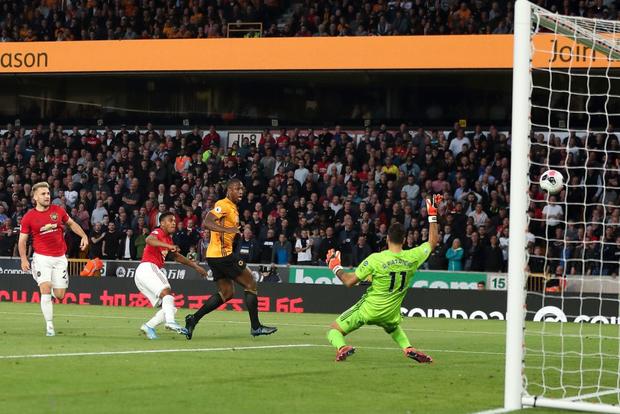 Pogba sút hỏng phạt đền, MU bỏ lỡ cơ hội chiếm ngôi đầu Ngoại hạng Anh của Liverpool - Ảnh 2.
