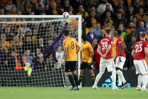 Pogba sút hỏng phạt đền, MU bỏ lỡ cơ hội chiếm ngôi đầu Ngoại hạng Anh của Liverpool - Ảnh 6.
