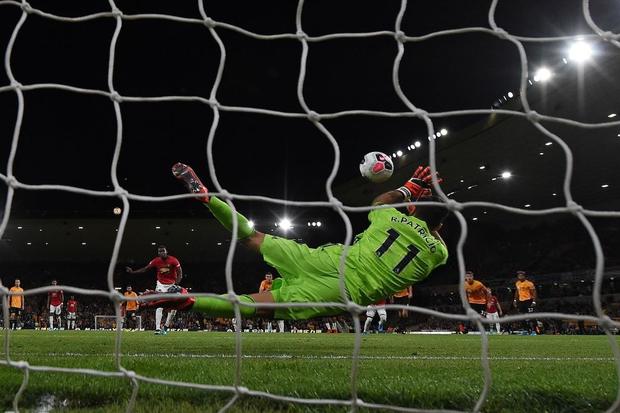 Pogba sút hỏng phạt đền, MU bỏ lỡ cơ hội chiếm ngôi đầu Ngoại hạng Anh của Liverpool - Ảnh 8.