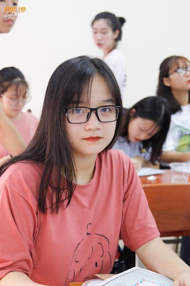 Đặc sản trường Báo mùa nhập học: Ở đâu thiếu gái xinh chứ ở đây lúc nào cũng có thừa! - Ảnh 13.
