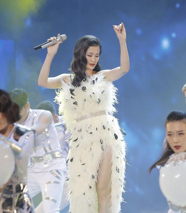"""Cắt ngắn váy cũ để mặc lại, Đông Nhi khiến các fan rôm rả: """"Chị bận tiết kiệm tiền để mua váy cưới đúng không"""" - Ảnh 4."""