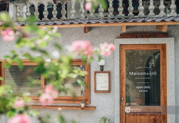 """Hai quán nước ép và tiệm bánh mới toanh ở Hà Nội, liền kề nhau tạo thành hẻm """"sống ảo"""" xinh xẻo như bên Hàn - Ảnh 12."""