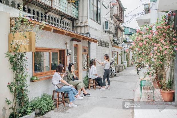 """Hai quán nước ép và tiệm bánh mới toanh ở Hà Nội, liền kề nhau tạo thành hẻm """"sống ảo"""" xinh xẻo như bên Hàn - Ảnh 5."""