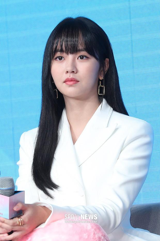 """""""Em gái mưa"""" Kim So Hyun trở lại sau thời gian vắng bóng, lột xác xinh đẹp trưởng thành nhưng lại lộ vẻ tăng cân khác lạ - Ảnh 3."""