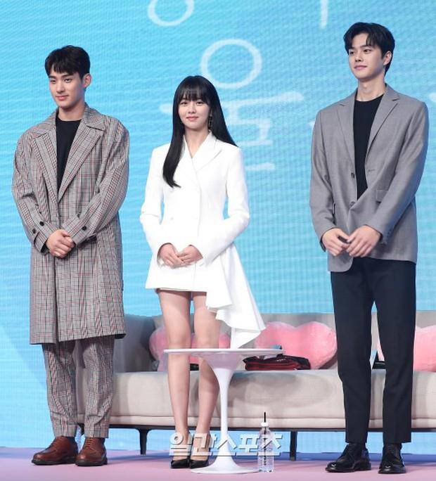 """""""Em gái mưa"""" Kim So Hyun trở lại sau thời gian vắng bóng, lột xác xinh đẹp trưởng thành nhưng lại lộ vẻ tăng cân khác lạ - Ảnh 10."""