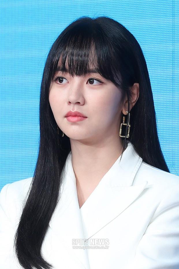 """""""Em gái mưa"""" Kim So Hyun trở lại sau thời gian vắng bóng, lột xác xinh đẹp trưởng thành nhưng lại lộ vẻ tăng cân khác lạ - Ảnh 2."""