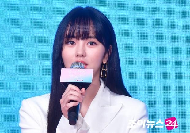 """""""Em gái mưa"""" Kim So Hyun trở lại sau thời gian vắng bóng, lột xác xinh đẹp trưởng thành nhưng lại lộ vẻ tăng cân khác lạ - Ảnh 1."""