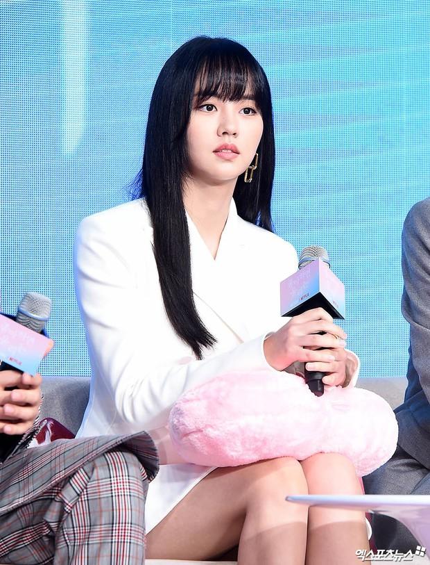 """""""Em gái mưa"""" Kim So Hyun trở lại sau thời gian vắng bóng, lột xác xinh đẹp trưởng thành nhưng lại lộ vẻ tăng cân khác lạ - Ảnh 6."""