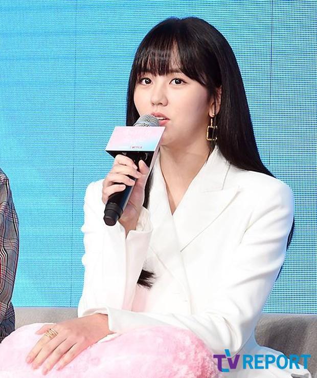 """""""Em gái mưa"""" Kim So Hyun trở lại sau thời gian vắng bóng, lột xác xinh đẹp trưởng thành nhưng lại lộ vẻ tăng cân khác lạ - Ảnh 5."""