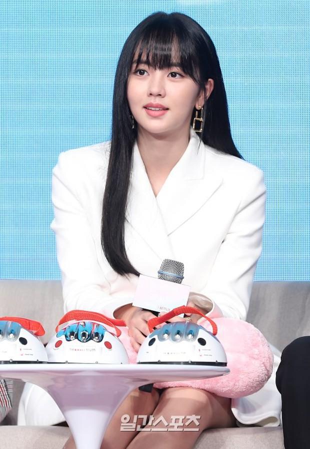 """""""Em gái mưa"""" Kim So Hyun trở lại sau thời gian vắng bóng, lột xác xinh đẹp trưởng thành nhưng lại lộ vẻ tăng cân khác lạ - Ảnh 9."""