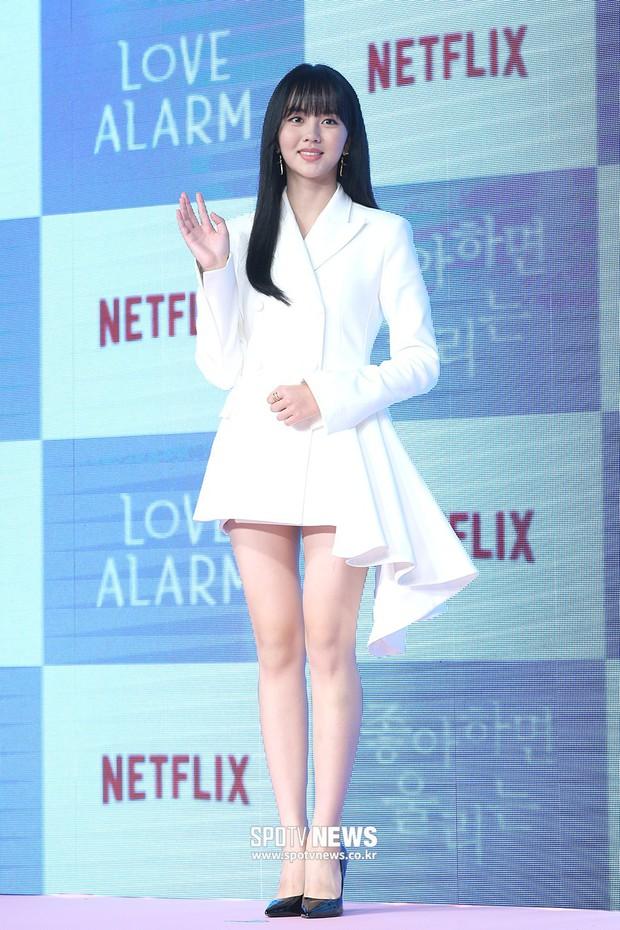 """""""Em gái mưa"""" Kim So Hyun trở lại sau thời gian vắng bóng, lột xác xinh đẹp trưởng thành nhưng lại lộ vẻ tăng cân khác lạ - Ảnh 8."""