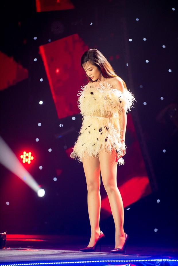 """Cắt ngắn váy cũ để mặc lại, Đông Nhi khiến các fan rôm rả: """"Chị bận tiết kiệm tiền để mua váy cưới đúng không"""" - Ảnh 2."""