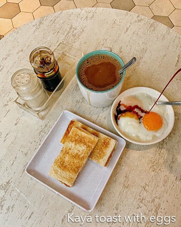 Hãy để trai đẹp quán quân nói cho mà nghe về list đồ ăn sáng chỉ dưới $5 ở Singapore này - Ảnh 2.