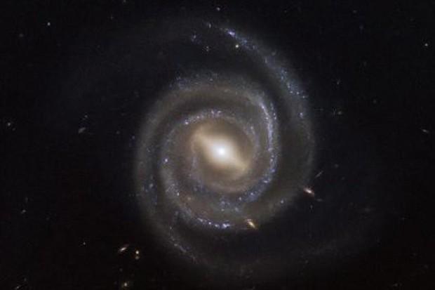 Tiết lộ những bí ẩn lạ lùng về hố đen - Ảnh 1.