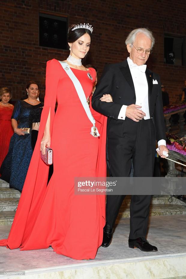 """Công nương Sofia: Từ nàng mẫu chụp ảnh """"mát mẻ"""" cho tạp chí đàn ông đến biểu tượng thời trang thanh lịch bậc nhất Hoàng gia Thụy Điển - Ảnh 2."""