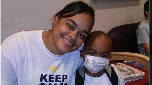 Bé trai 8 tuổi khỏe mạnh vẫn bị bắt mổ ung thư 13 lần, sự thật phía sau khiến nhiều người căm phẫn lên án ác mẫu tàn độc - Ảnh 2.