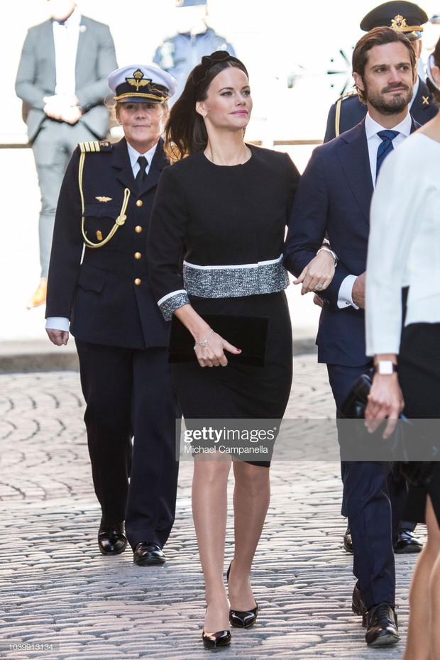 """Công nương Sofia: Từ nàng mẫu chụp ảnh """"mát mẻ"""" cho tạp chí đàn ông đến biểu tượng thời trang thanh lịch bậc nhất Hoàng gia Thụy Điển - Ảnh 13."""