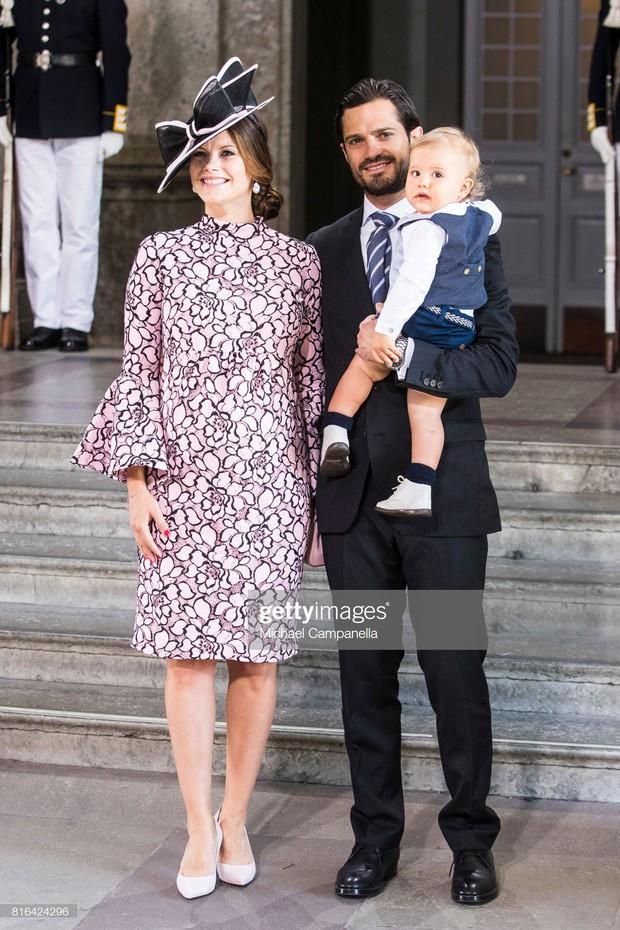 """Công nương Sofia: Từ nàng mẫu chụp ảnh """"mát mẻ"""" cho tạp chí đàn ông đến biểu tượng thời trang thanh lịch bậc nhất Hoàng gia Thụy Điển - Ảnh 17."""