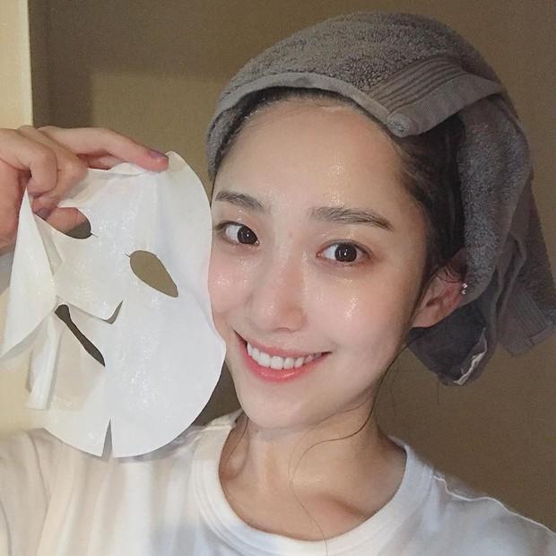 Hoa hậu Đỗ Mỹ Linh đắp mặt nạ giấy mỗi ngày, giúp cấp ẩm tốt hay chỉ khiến da quá tải? - Ảnh 4.