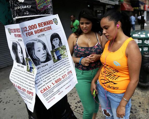 Chiếc thùng đá đựng thi thể không mảnh vải che thân của bé gái 4 tuổi tố cáo tội ác giết người man rợ và phản ứng tàn nhẫn của người mẹ - Ảnh 5.