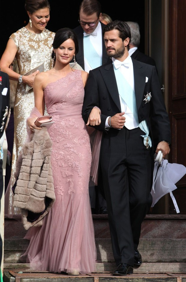 """Công nương Sofia: Từ nàng mẫu chụp ảnh """"mát mẻ"""" cho tạp chí đàn ông đến biểu tượng thời trang thanh lịch bậc nhất Hoàng gia Thụy Điển - Ảnh 5."""