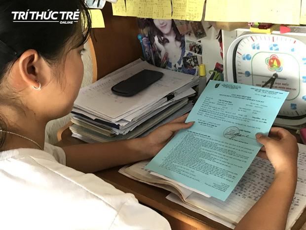Nhận giấy báo nhập học, nữ sinh nghèo nghẹn ngào nhờ mẹ cất vào tủ vì không có tiền đi học - Ảnh 7.